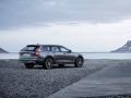 2017 Volvo V90 Cross Country6