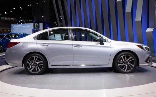 2018 Subaru Legacy10